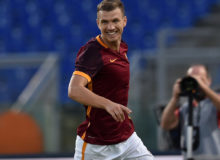 ROME, ITALY - AUGUST 14:  Edin Dzeko of AS Roma celebrates after scoring the opening goal during the pre-season friendly match between AS Roma and Sevilla FC at Olimpico Stadium on August 14, 2015 in Rome, Italy.  (Photo by Giuseppe Bellini/Getty Images)